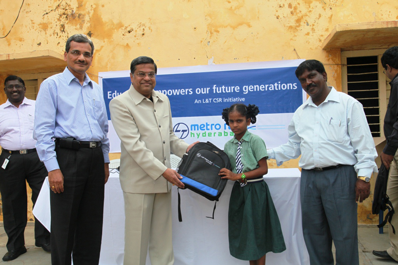 Mr V B Gadgil donating school bag to govt school children in uppal 2-8-2011 - 14
